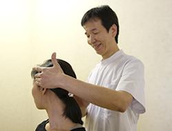 京都市山科区じじゅう接骨院背骨矯正の施術写真