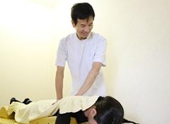 京都市山科区・椥辻 じじゅう接骨院の施術風景